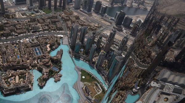 Вид на музыкальный фонтан Дубай со смотровой площадки небоскреба Бурдж Халифа