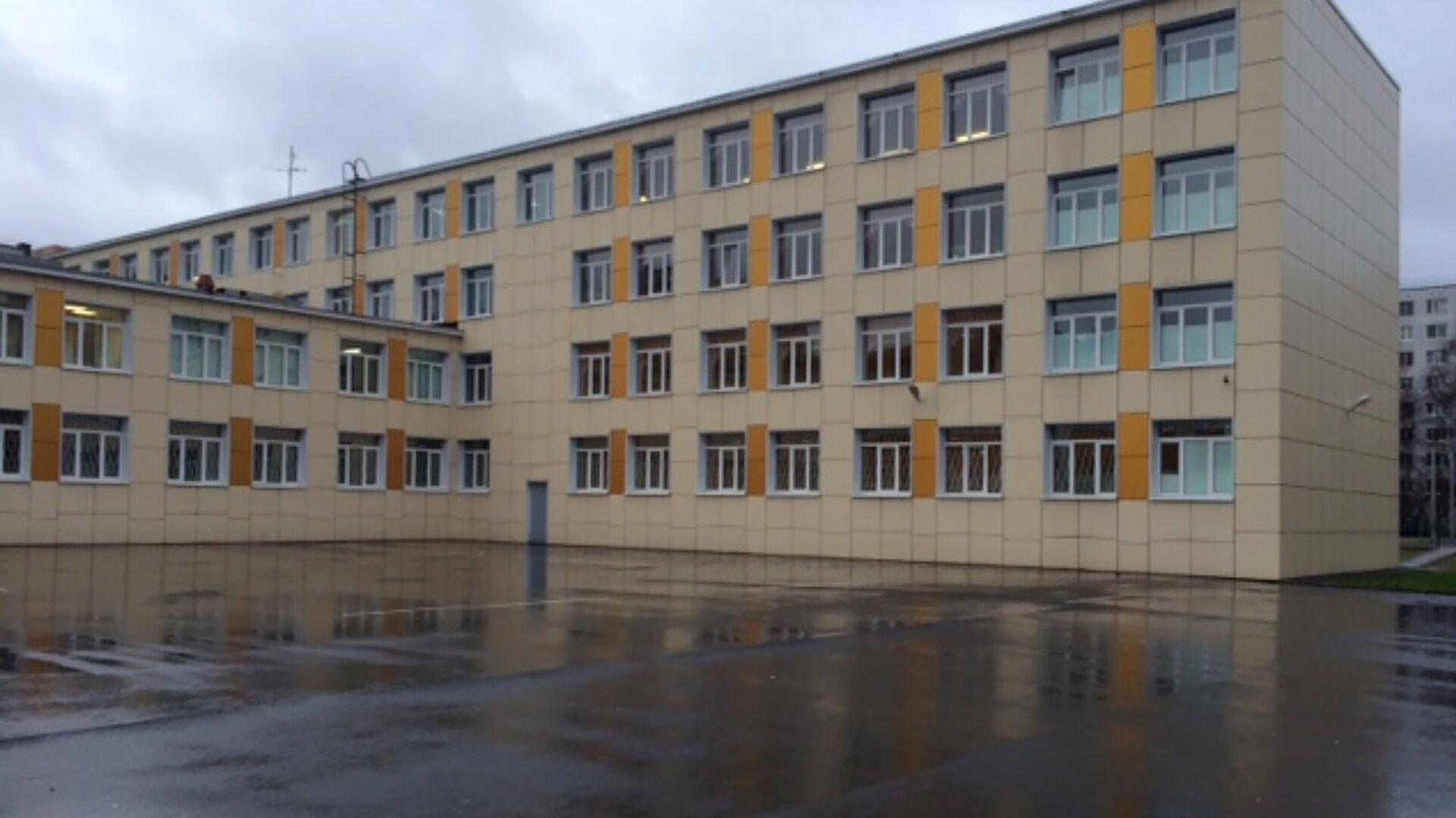 Школа №339 на улице Дыбенко в Санкт-Петербурге - РИА Новости, 1920, 11.04.2021