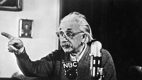 Альберт Эйнштейн. Архивное фото