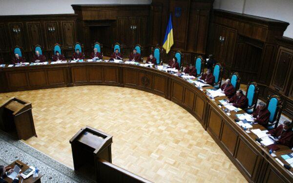 Судьи Конституционного суда Украины во время заседания. Архив