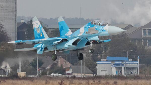 Истребитель Су-27 ВВС Украины во время многонациональных учений Чистое небо-2018 в Хмельницкой области. Архивное фото