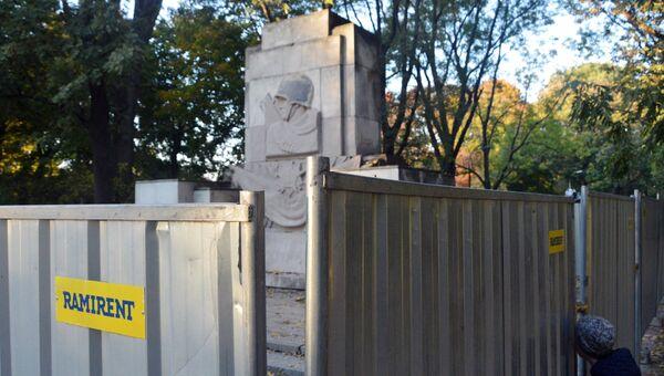 Памятник Благодарности солдатам Красной армии в Скарышевском парке Варшавы. Архивное фото