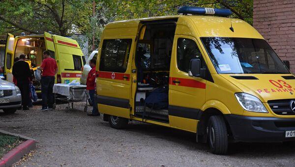 Кареты скорой помощи у Керченской городской больнице №1. В Керченском политехническом колледже произошли взрыв и стрельба