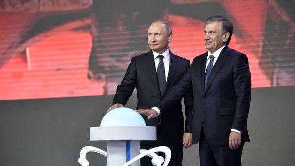 Президент РФ Владимир Путин и президент Узбекистана Шавкат Мирзиеев на Форуме межрегионального сотрудничества России и Узбекистана. 19 октября 2018