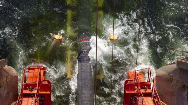 Работы по укладке газопровода Северный поток-2 в Финском заливе