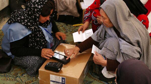 Участники голосования на одном из избирательных участков Кабула. 20 октября 2018