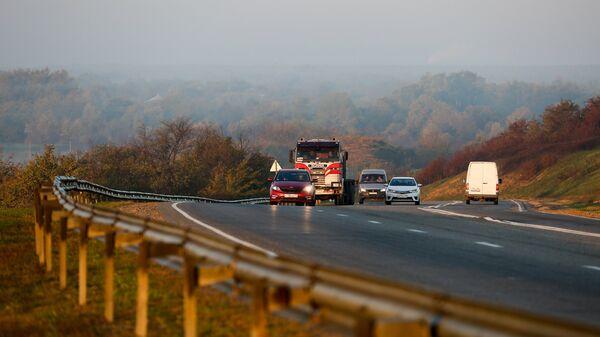 Автомобили на трассе Майкоп-Краснодар