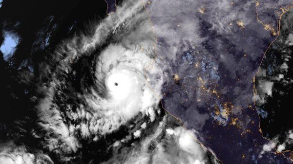 Ураган Уилла в Тихом океане. Архивное фото
