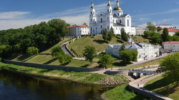 Вид на Свято-Успенский кафедральный собор со стороны Западной Двины в Витебске