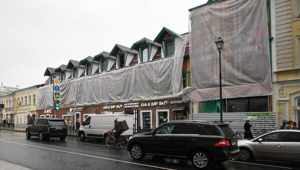 Здание на улице Маросейка, фасад которого несанкционированно оформили в стиле германского фахверка