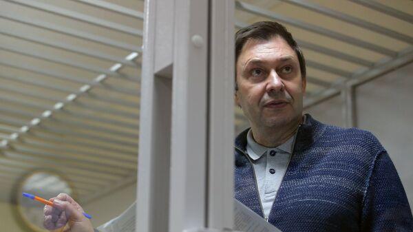 Руководитель портала РИА Новости Украина Кирилл Вышинский на заседании в Херсонском апелляционном суде