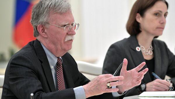 Советник президента США по вопросам национальной безопасности Джон Болтон во время встречи с президентом РФ Владимиром Путиным. 23 октября 2018