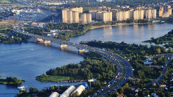 Вид на жилые дома в районе канала имени Москвы и Дмитровское шоссе. Архивное фото