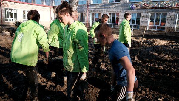 Волонтеры-спасатели ликвидируют последствия наводнений в Краснодарском крае
