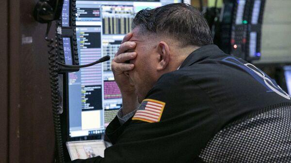 Трейдер на Нью-Йоркской фондовой бирже. Архивное фото