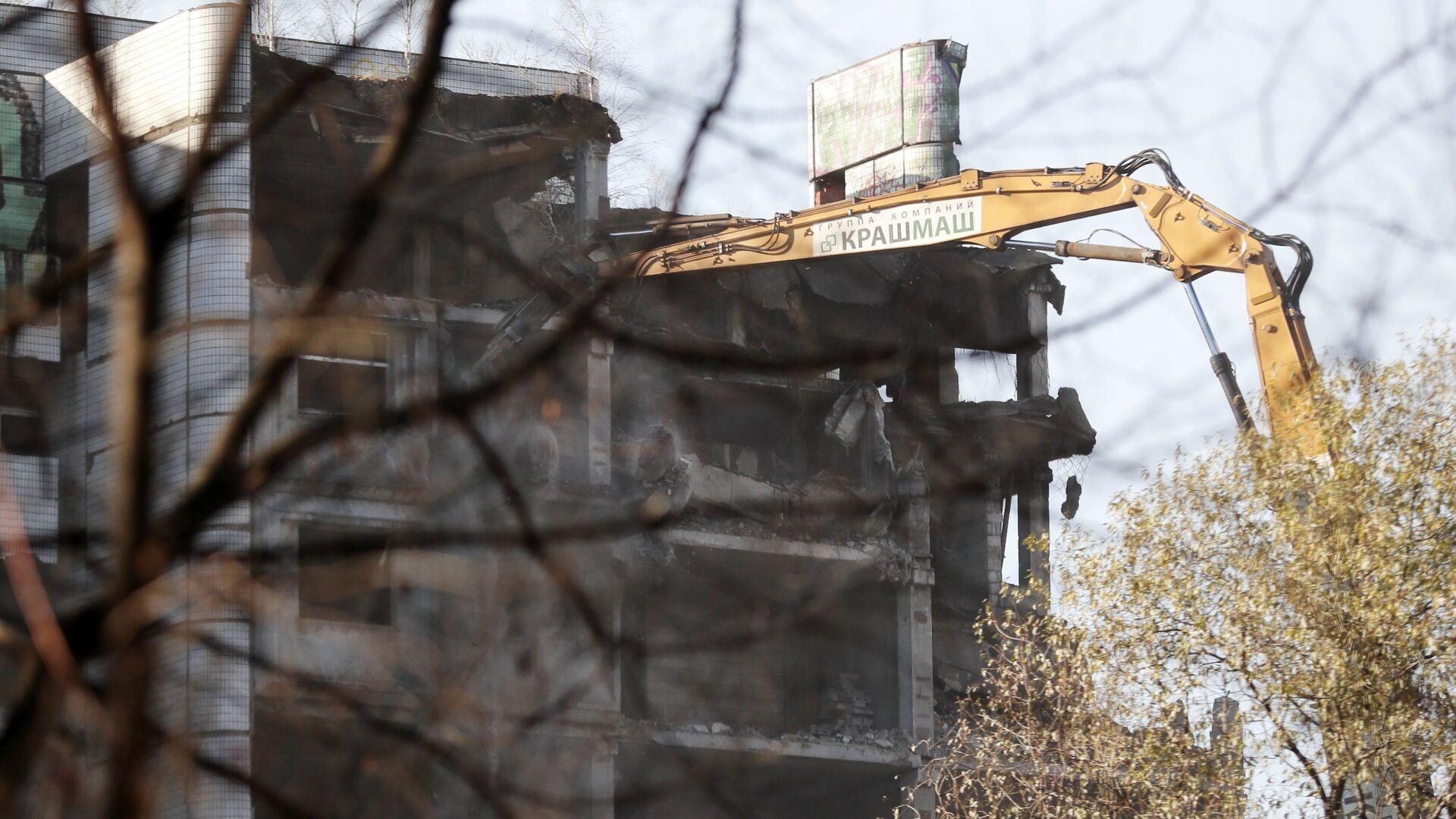 Снос недостроенного здания больницы на Клинской улице в Москве. 6 ноября 2018  - РИА Новости, 1920, 27.09.2021