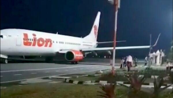 Самолет Lion Air врезался в столб в аэропорту в индонезийской провинции Бенгкулу. 8 ноября 2018