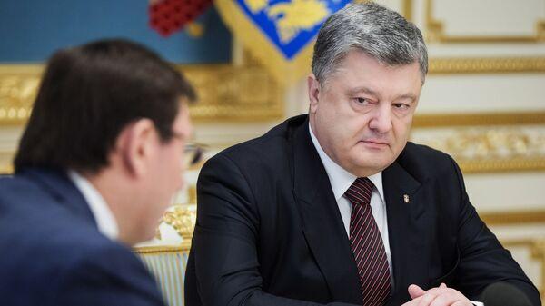 Президент Украины Петр Порошенко на совещании с генеральным прокурором Украины Юрием Луценко