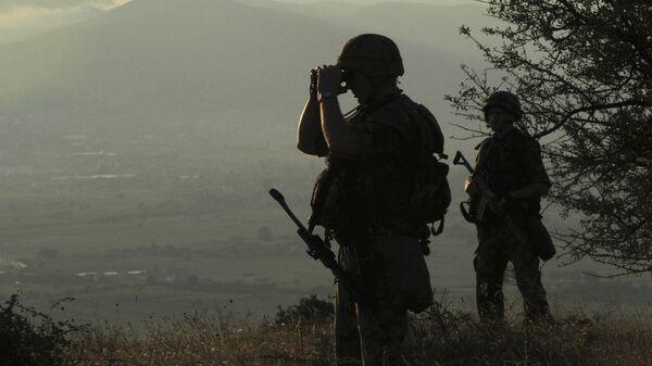 Военнослужащие армии Сербии на границе с Македонией