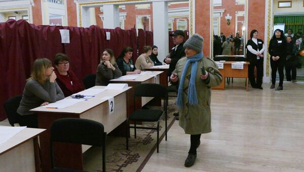 Голосование на избирательном участке № 158 в Куйбышевском районе Донецка. 11 ноября 2018