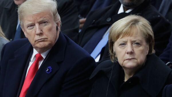 Президент США Дональд Трамп и канцлер ФРГ Ангела Меркель на мемориальной церемонии у Триумфальной арки в Париже по случаю 100-летия окончания Первой мировой войны. 11 ноября 2018