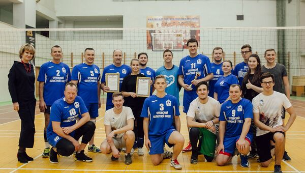 Чиновники и волонтеры сыграли в волейбол в рамках добровольческого форума