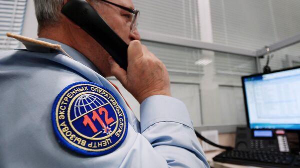 Сотрудник на рабочем месте Центр вызова экстренных оперативных служб по единому номеру 112 в городе Подольске Московской области. Архивное фото