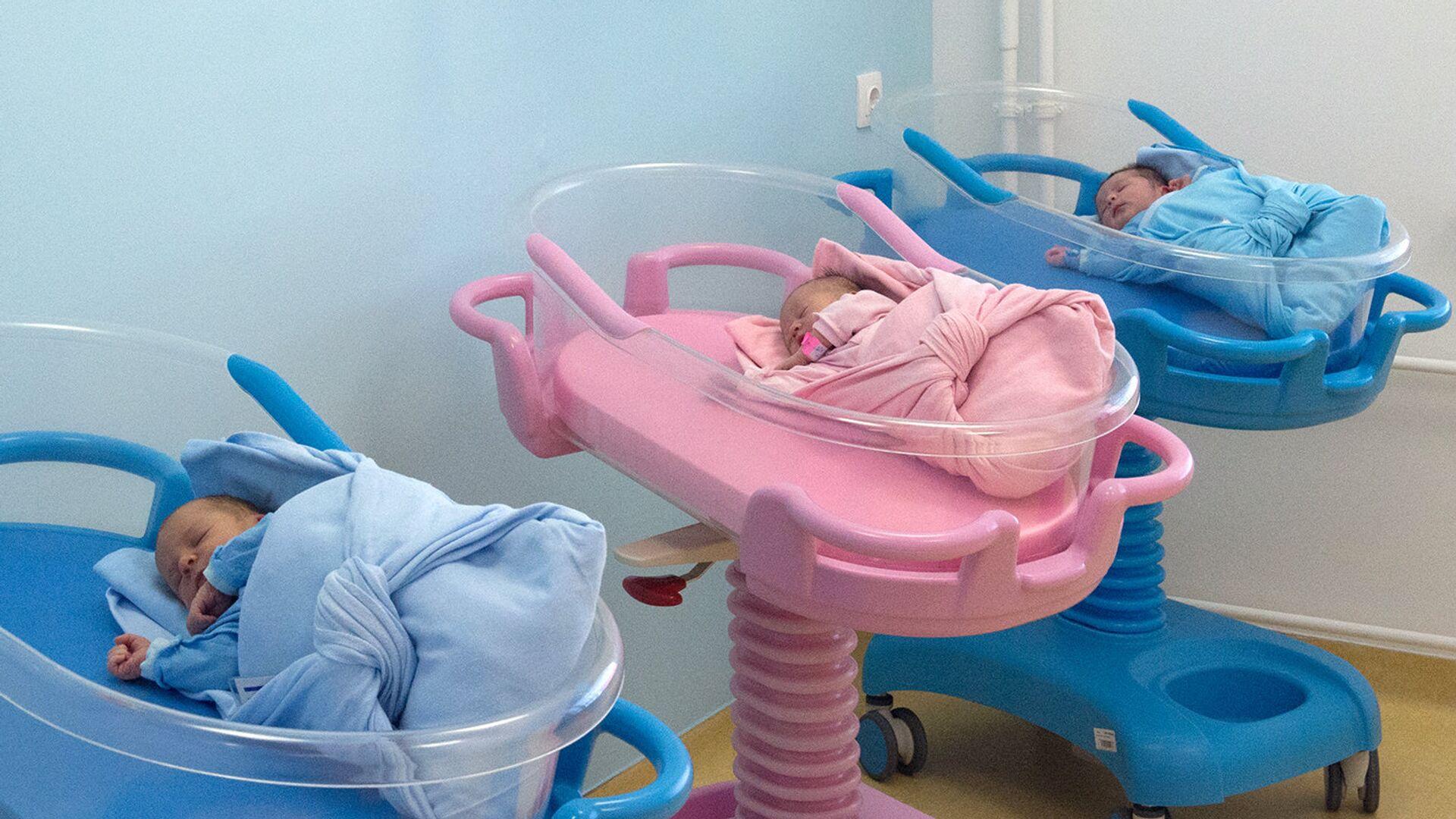Младенцы в перинатальном центре. Архивное фото - РИА Новости, 1920, 28.07.2021