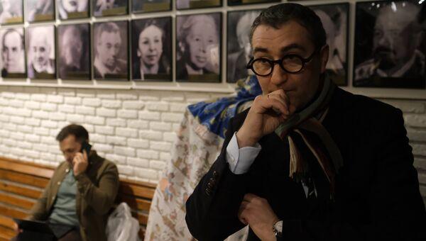Ректор ГИТИСа Григорий Заславский в коридоре главного здания