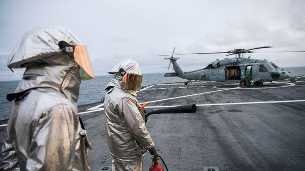 Американский военный корабль Маунт Уитни во время учений Trident Juncture-2018 в Норвегии. 2 ноября 2018