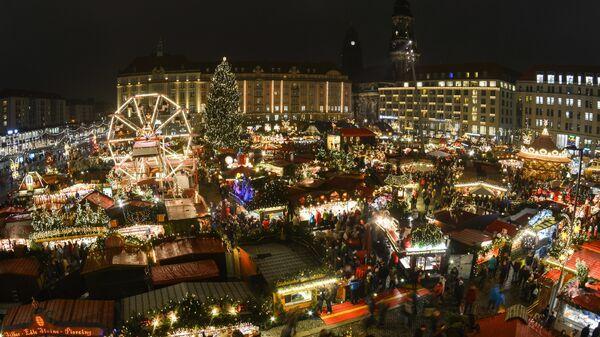 Рождественская ярмарка Штрицельмаркт в Дрездене, Германия