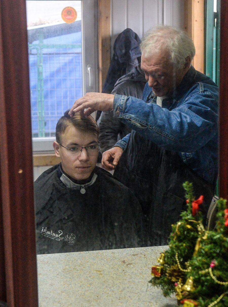 Паша в парикмахерской Ангара спасения