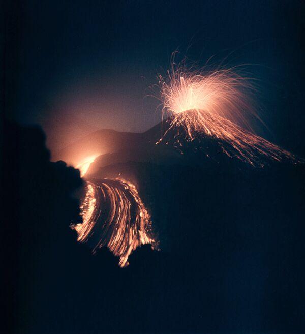 Начавшееся извержение Пика Сарычева - сильнейшее за историю наблюдений