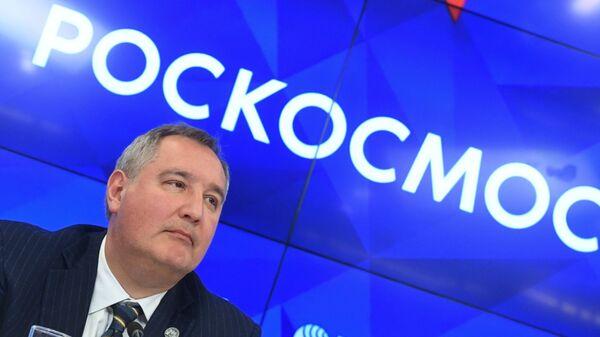 Генеральный директор госкорпорации Роскосмос Дмитрий Рогозин во время пресс-конференции, приуроченной к 20-летию создания МКС, в ММПЦ МИА Россия сегодня в Москве. 19 ноября 2018
