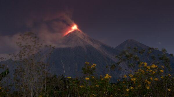 Вулкан Фуэго в Гватемале. 19 ноября 2018 года
