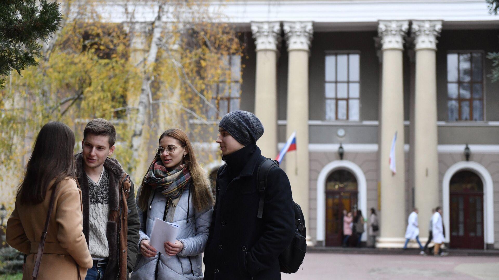 Студенты - РИА Новости, 1920, 04.08.2021