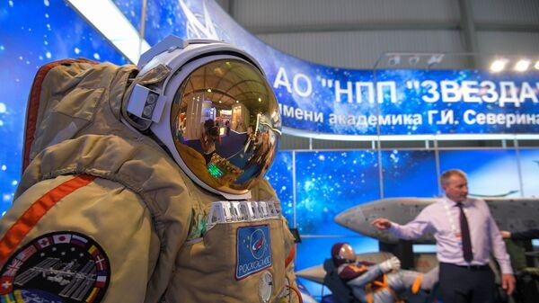 Скафандр для работы в открытом космосе Орлан-МКС