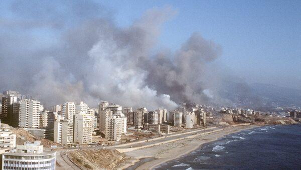Израильские военные ведут обстрел Бейрута. 6 июня 1982 года
