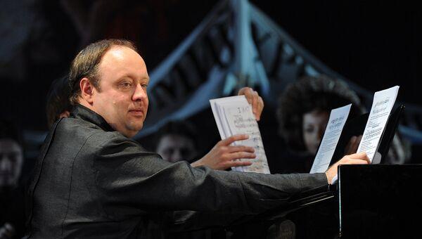 Пианист Александр Гиндин во время выступления. Архивное фото