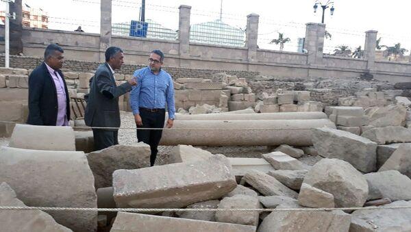 Египетский министр по делам памятников древности Халед аль-Аннани во время археологических работ в районе города Луксор на юге Египта