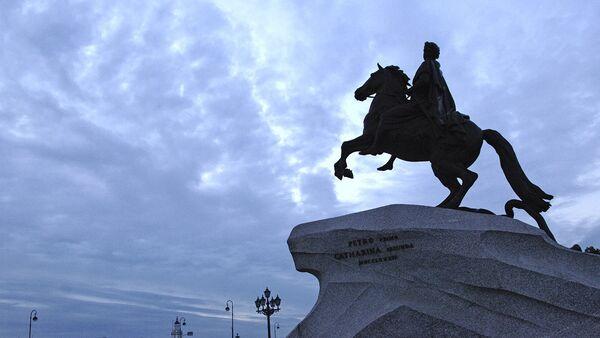 Памятник Петру Первому Медный всадник на Сенатской площади в Санкт-Петербурге. Архивное фото