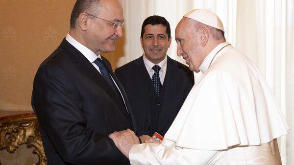 Папа Римский Франциск и президент Ирака Бархам Салех в Ватикане