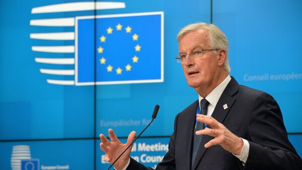 Глава делегации ЕС на переговорах по Брекзиту Мишель Барнье на пресс-конференции по итогам внеочередного саммита ЕС в Брюсселе. 25 ноября 2018