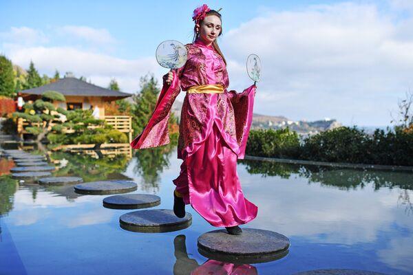 Артистка на открытии Японского сада на территории парка Айвазовское