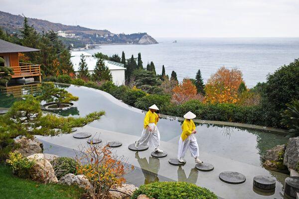 Артисты на открытии Японского сада на территории парка Айвазовское