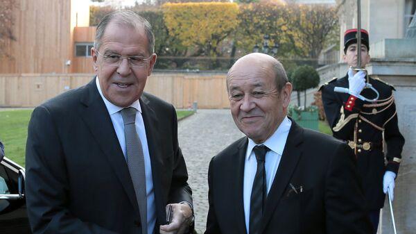 Министр иностранных дел РФ Сергей Лавров и министр иностранных дел Франции Жан-Ив Ле Дриан во время  встречи в Париже. 27 ноября 2018