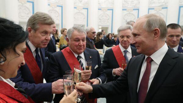 Президент РФ Владимир Путин после церемонии вручения государственных наград в Екатерининском зале Кремля. 27 ноября 2018