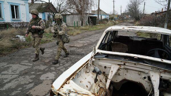 Украинские военные в Широкино на востоке Украины