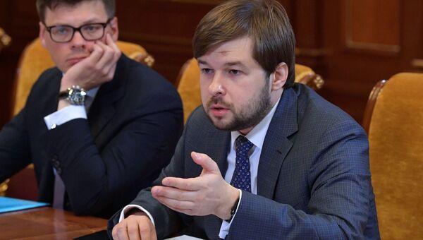 Заместитель министра энергетики РФ Павел Сорокин (справа)