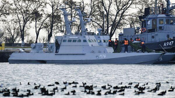 Задержанные украинские корабли в порту Керчи
